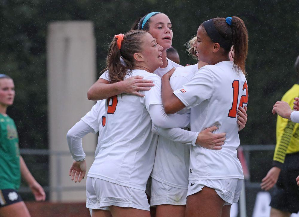 UVA Women's Soccer  top vs. Notre Dame 3-0 on Senior DayUVA Women's Soccer  top vs. Notre Dame 3-0 on Senior Day